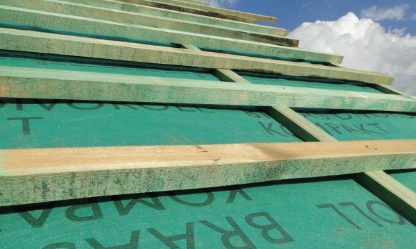 Nieszczelny dach – kiedy membrana przecieka