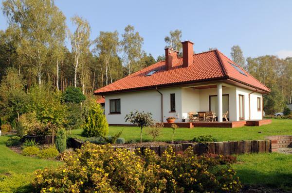 Czy wykończenie powierzchni dachówki ma znaczenie?