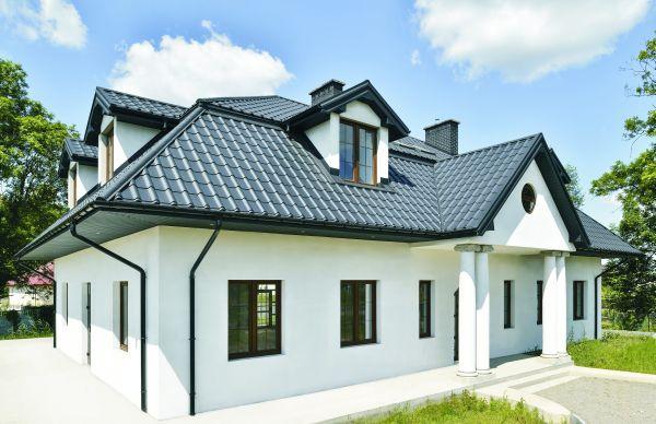 Kształt i kolor – czyli jak dobrać stalowy dach do naszego domu?